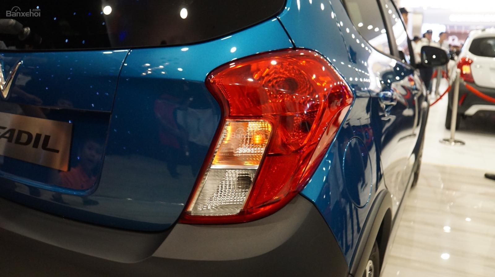 So sánh xe VinFast Fadil 2019 và Chevrolet Spark 2019 về đuôi xe 5