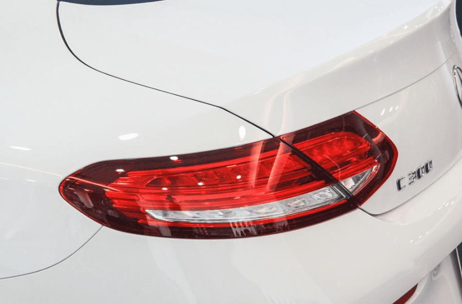 Mercedes-Benz C250 Exclusive và C300 AMG về phần đuôi 4