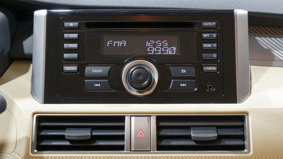 Ảnh chụp đầu CD trên xe Mitsubishi Xpander 2018 bản số sàn