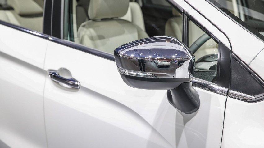 Ảnh phía gương chiếu hậu xe Mitsubishi Xpander 2018 màu trắng