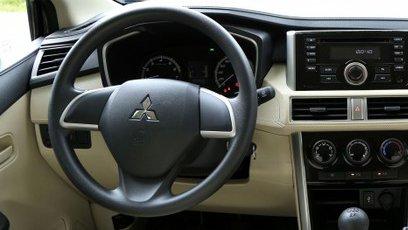 Ảnh chụp vô-lăng xe Mitsubishi Xpander 2018 bản số sàn