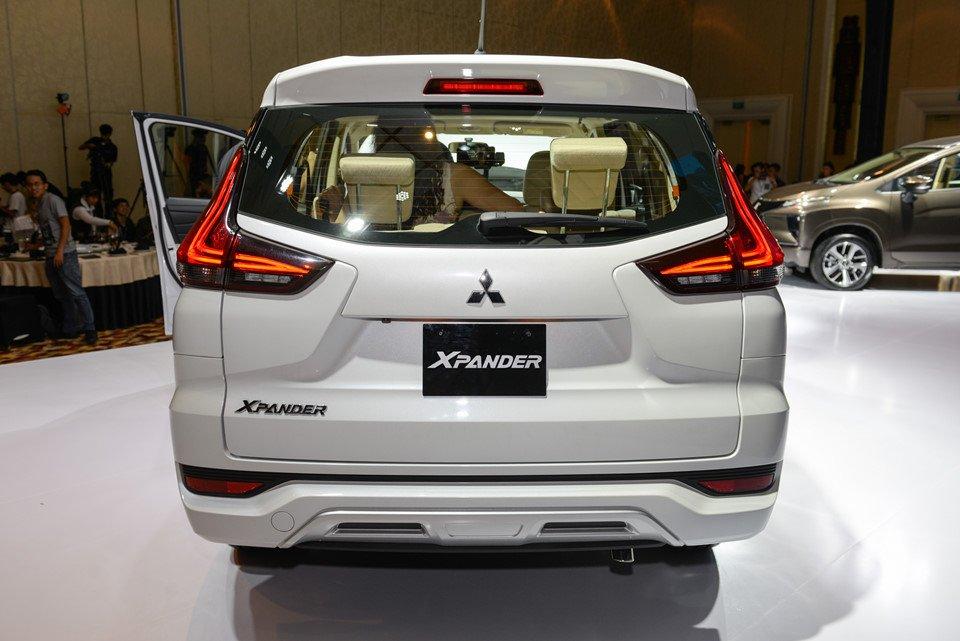 Ảnh chụp phía đuôi xe Mitsubishi Xpander 2018 màu trắng