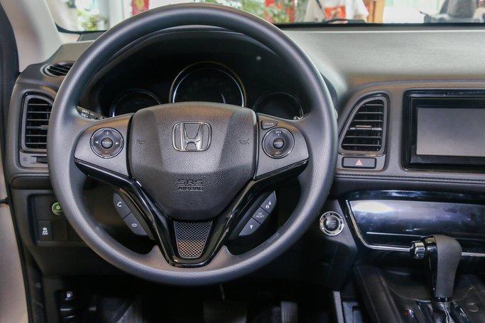 """Vô-lăng xe Honda HR-V 2018 có nhiều nét quen thuộc do """"mượn"""" của Honda Civic a5"""