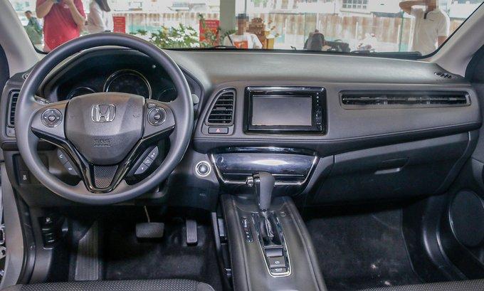 Đánh giá xe Honda HR-V 2018 về thiết kế bảng táp-lô a1