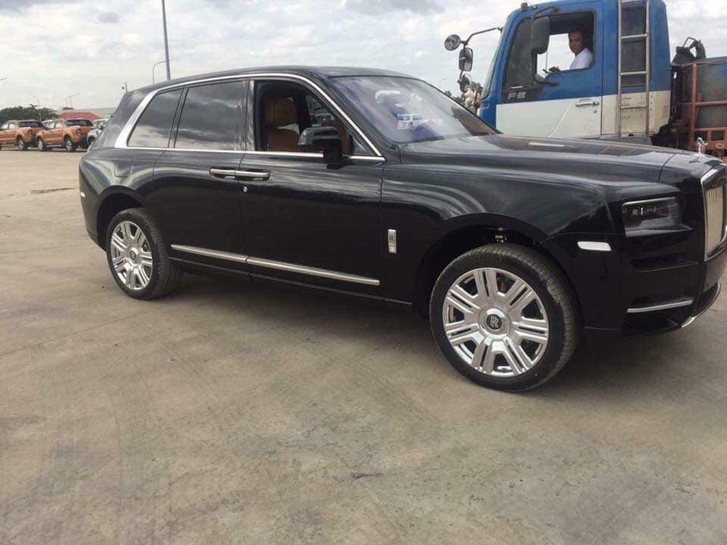 Cuối cùng Rolls-Royce Cullinan giá hơn 2 triệu USD đã về Việt Nam a2