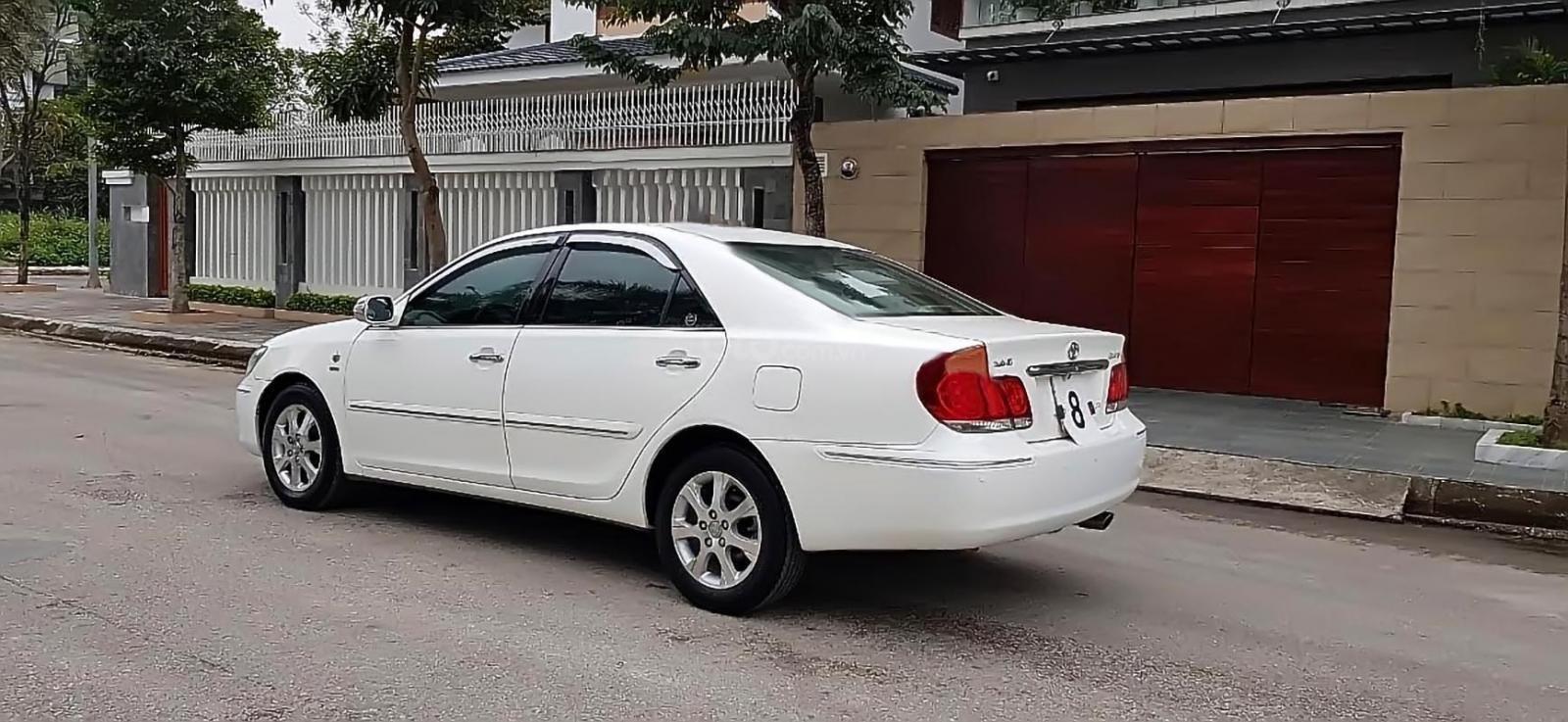 Bán ô tô Toyota Camry 3.0V sản xuất 2005, màu trắng (1)