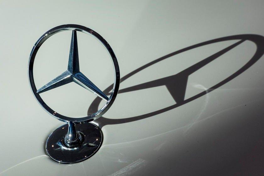 Khám phá 10 logo trên mui xe ấn tượng nhất toàn cầu - Logo ngôi sao 3 cánh của Mercedes-Benz 1.