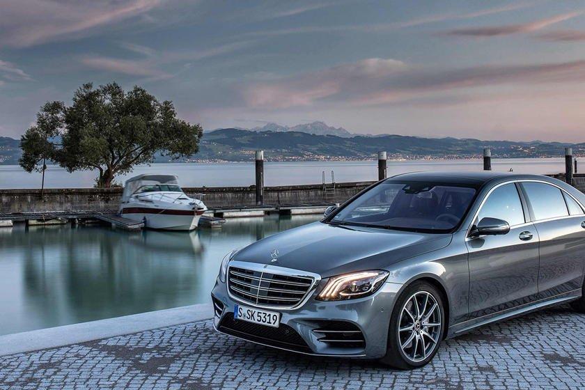 Khám phá 10 logo trên mui xe ấn tượng nhất toàn cầu - Logo ngôi sao 3 cánh của Mercedes-Benz.