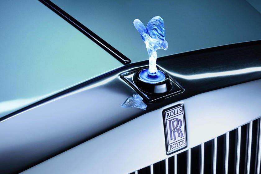 Khám phá 10 logo trên mui xe ấn tượng nhất toàn cầu - Rolls-Royce Spirit of Ecstasy.