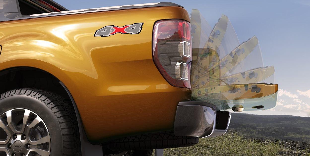 Đuôi xe Ford Ranger Wildtrak 2019: Đèn hậu.