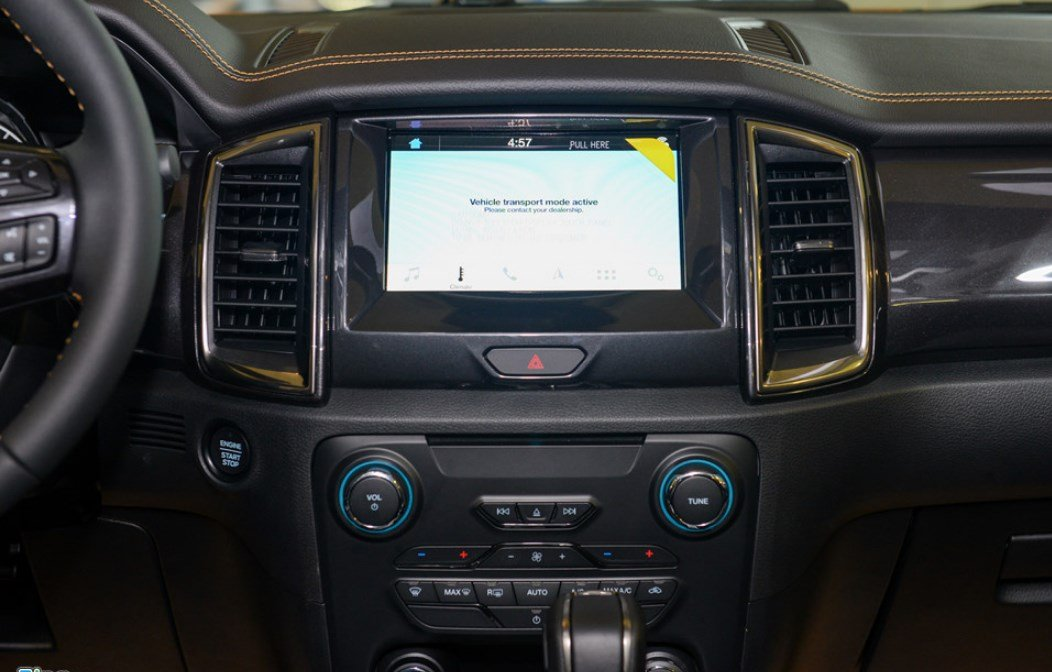 Nội thất xe Ford Ranger Wildtrak 2019: Bảng điều khiển.