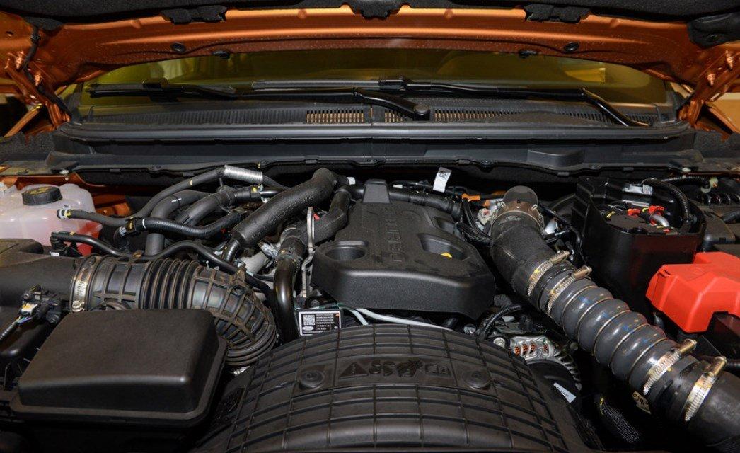 Vận hành Ford Ranger Wildtrak 2019 được trang bị động cơ mới.