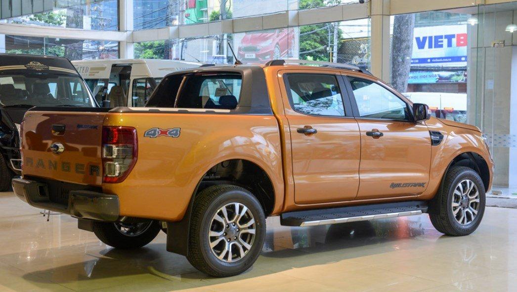 Thân xe Ford Ranger Wildtrak 2019: Có thiết kế khỏe khoắn.