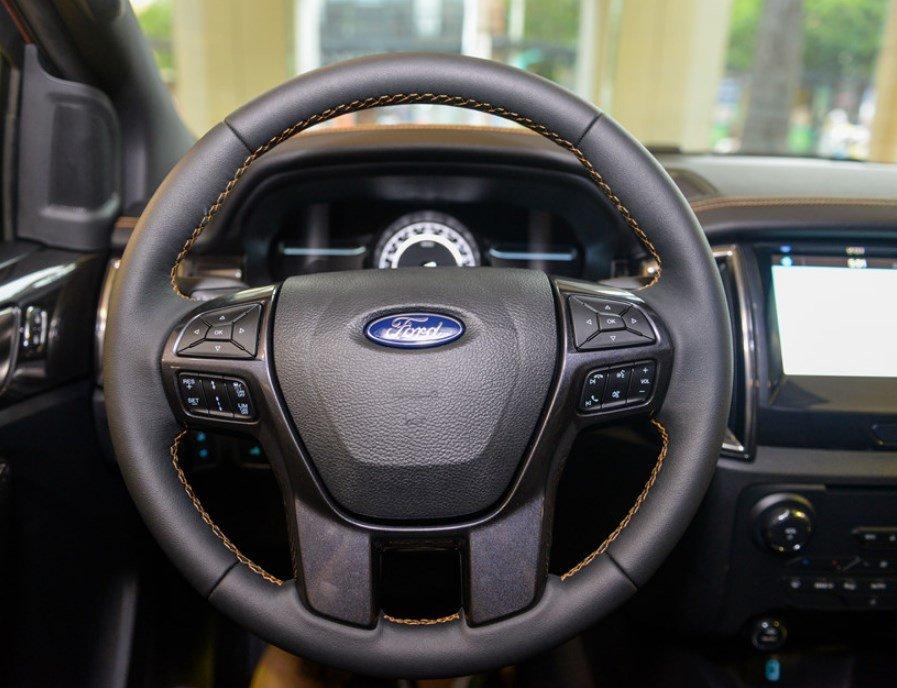 Nội thất xe Ford Ranger Wildtrak 2019: Vô lăng.