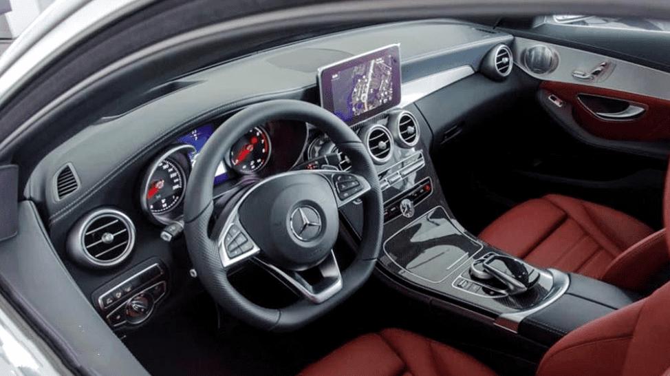 Mercedes-Benz C250 Exclusive và C300 AMG về vô lăng 2