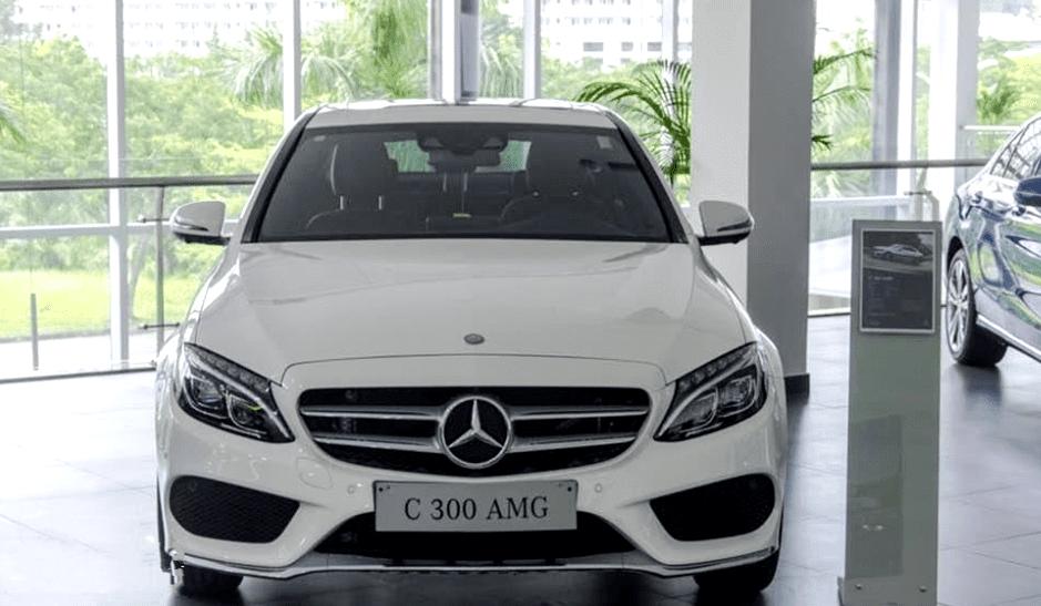Mercedes-Benz C250 Exclusive và C300 AMG về đầu xe 2