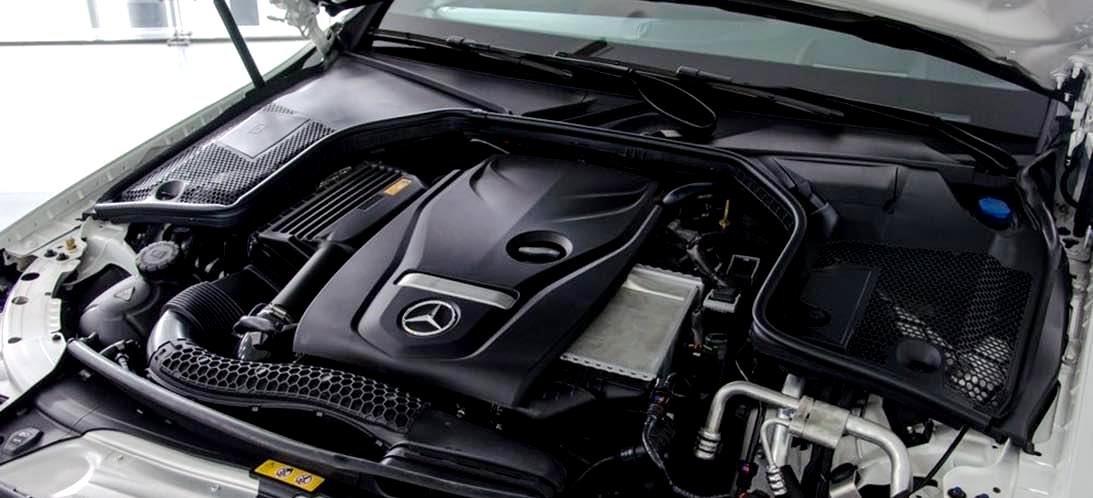 Mercedes-Benz C250 Exclusive và C300 AMG về động cơ 2