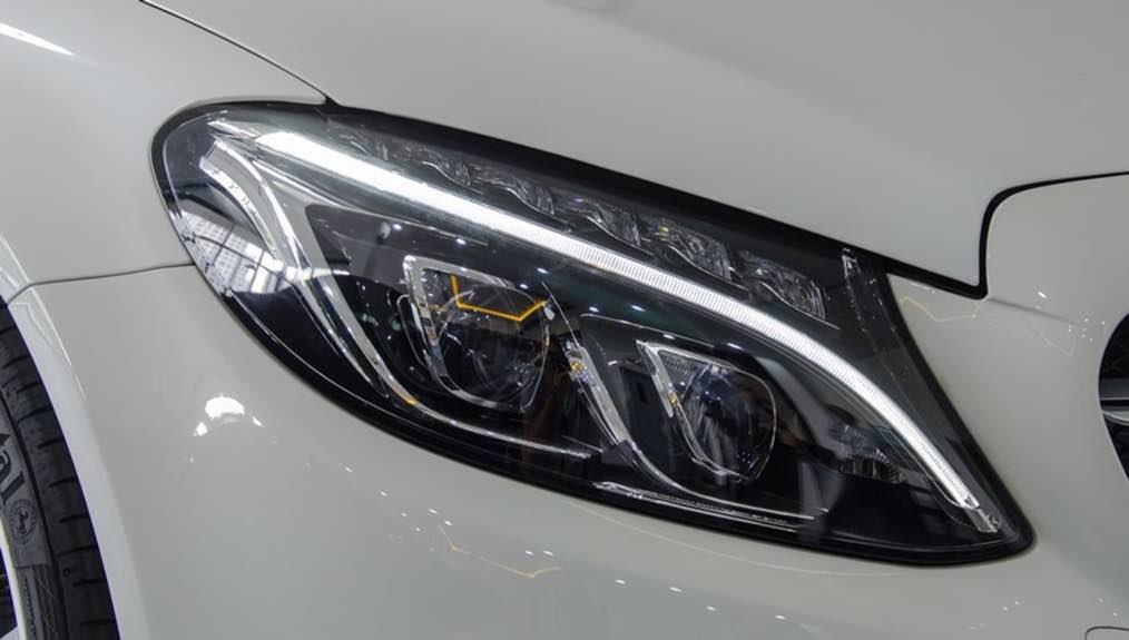 Mercedes-Benz C250 Exclusive và C300 AMG về đầu xe 4