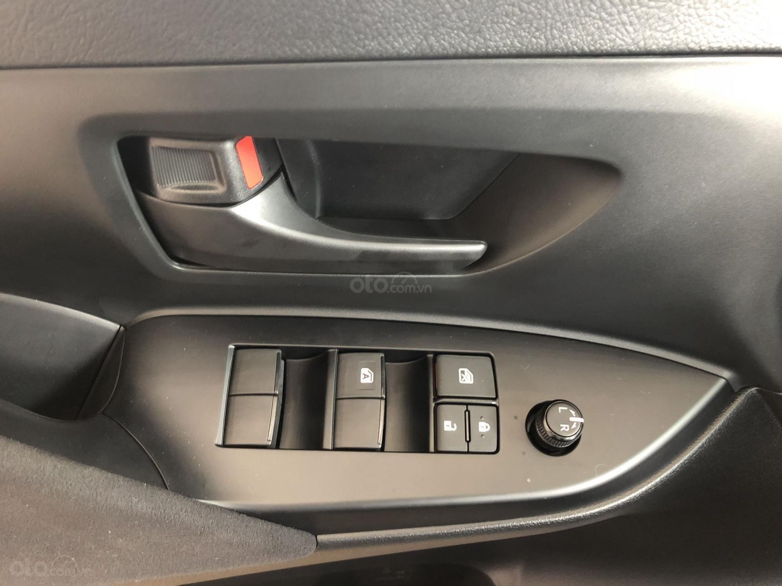 Toyota Hùng Vương bán xe Innova E sản xuất 2019, màu bạc, giá 746 triệu-6