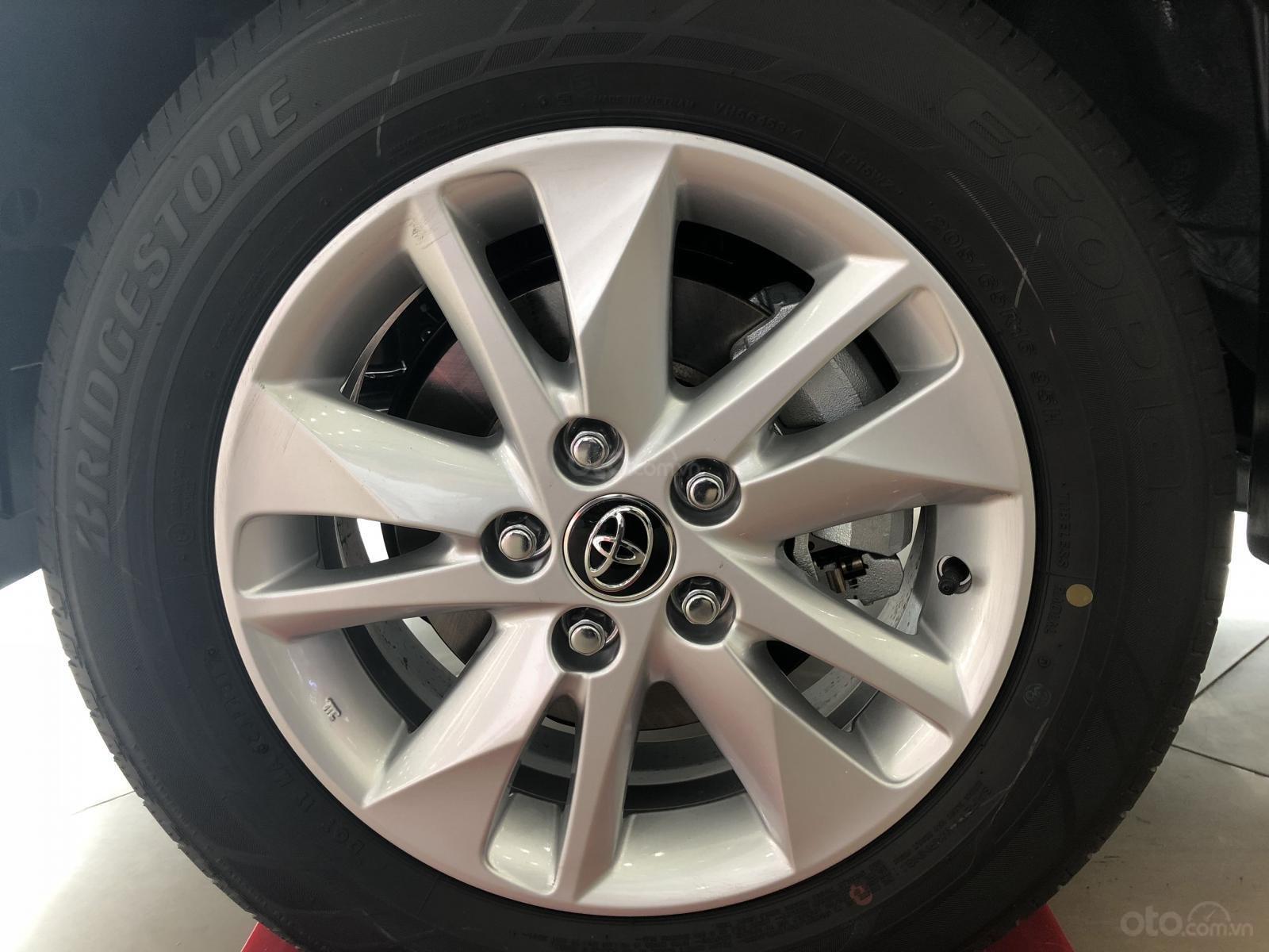 Toyota Hùng Vương bán xe Innova E sản xuất 2019, màu bạc, giá 746 triệu-12