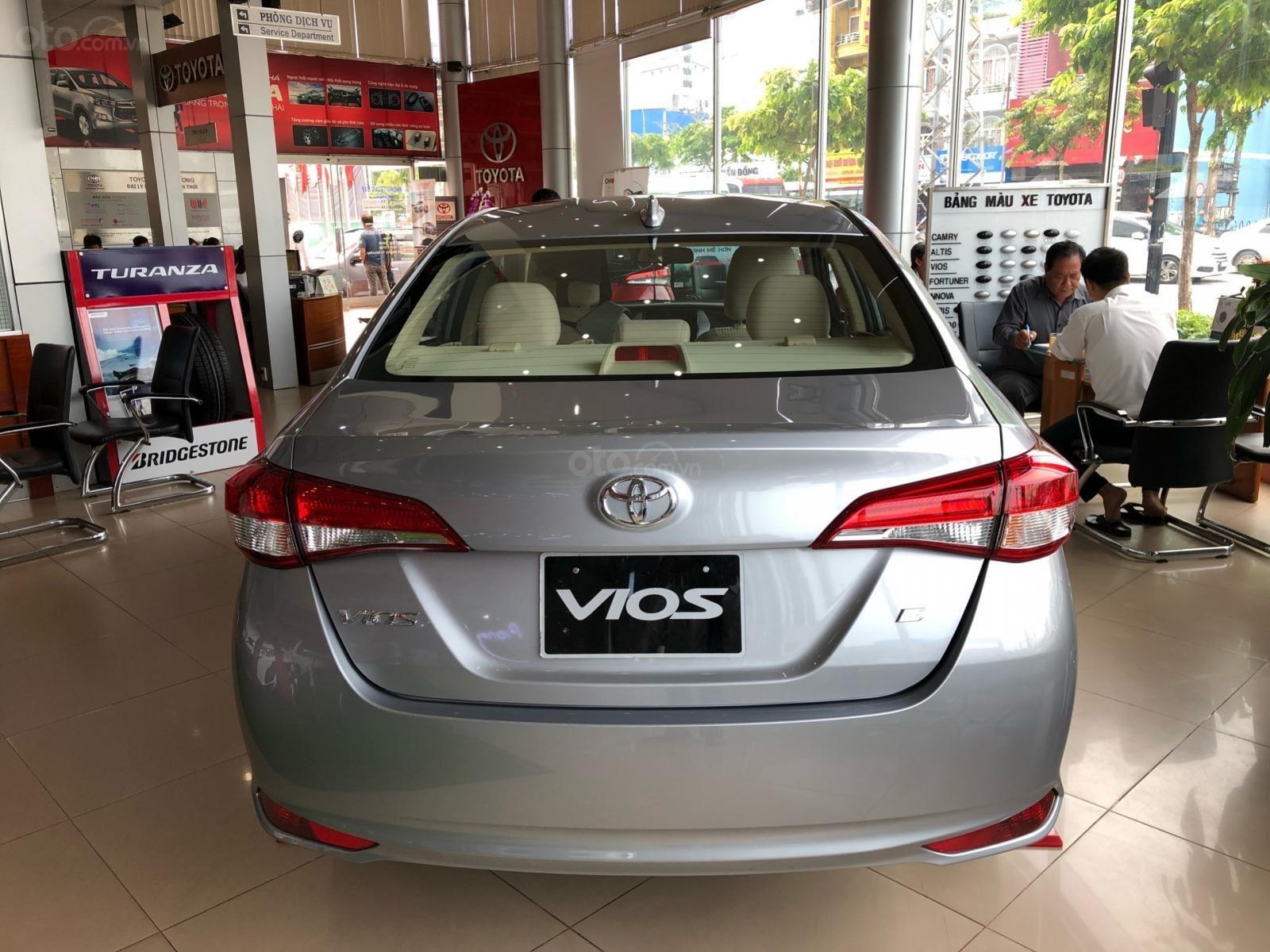 Bán Toyota Vios E đời 2019, màu bạc, nhận xe ngay-2