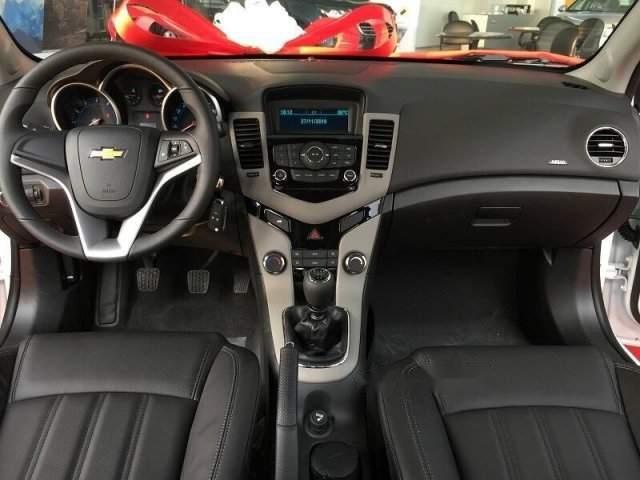 Cần bán Chevrolet Cruze LT năm sản xuất 2018, 529 triệu (3)