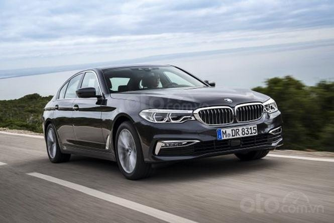 BMW 5-Series màu đen phiên bản 2019...