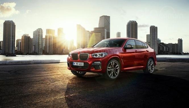 BMW X4 màu đỏ