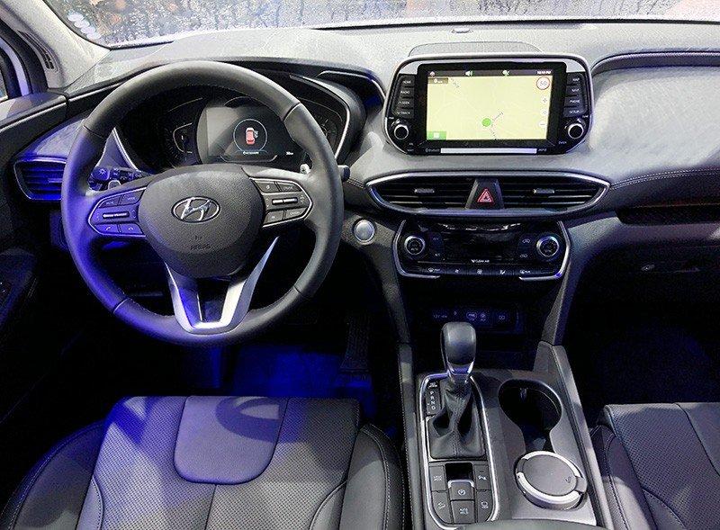 Hyundai Santa Fe 2019 trang bị nhiều tính năng hơn so với bản cũ.