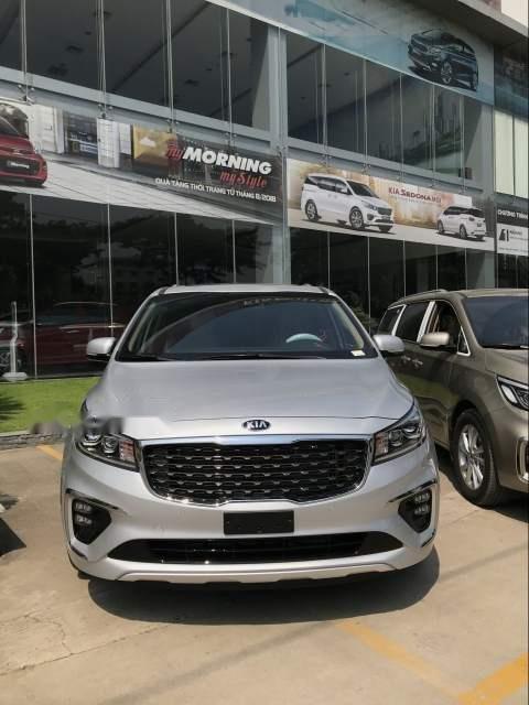 Cần bán Kia Sedona đời 2019, màu bạc-0