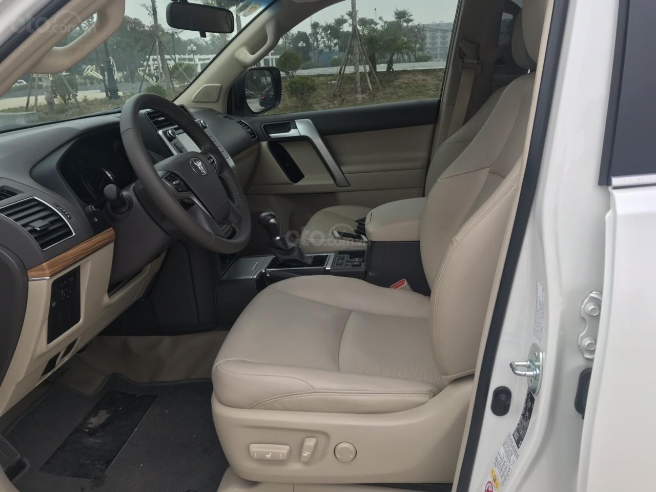 Cần bán xe Toyota Prado đời 2018, màu trắng, xe siêu lướt thơm mùi mới - Liên hệ: 094-711-6996 Mr Thanh-6