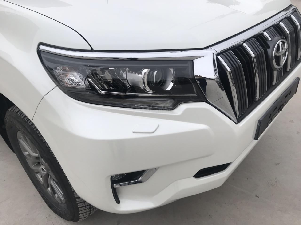 Cần bán xe Toyota Prado đời 2018, màu trắng, xe siêu lướt thơm mùi mới - Liên hệ: 094-711-6996 Mr Thanh-9