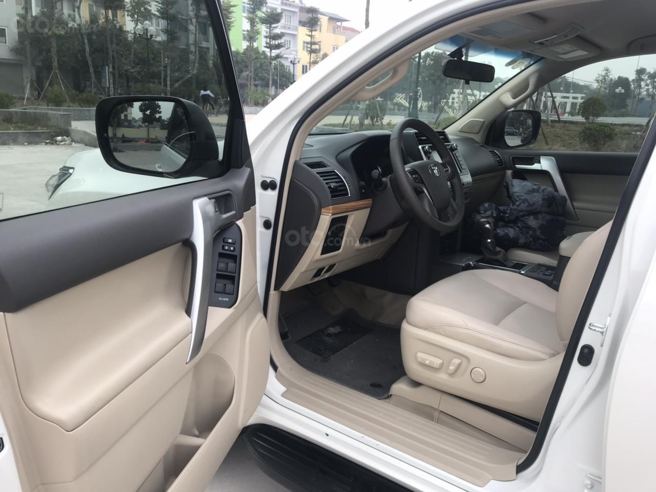 Cần bán xe Toyota Prado đời 2018, màu trắng, xe siêu lướt thơm mùi mới - Liên hệ: 094-711-6996 Mr Thanh-8