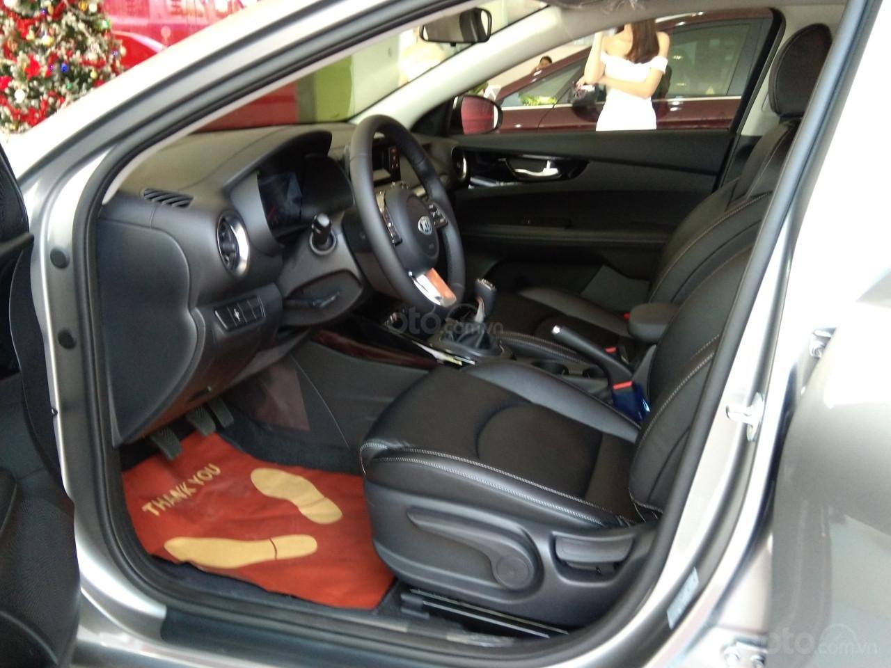 Bán xe Kia Cerato đời 2019, màu bạc giá cạnh tranh-3