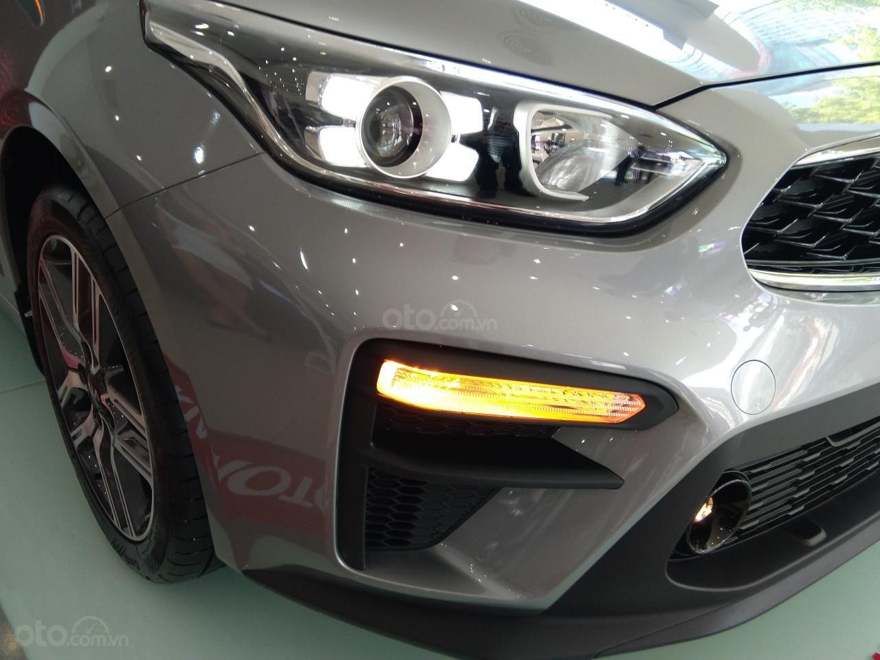 Bán xe Kia Cerato đời 2019, màu bạc giá cạnh tranh-1