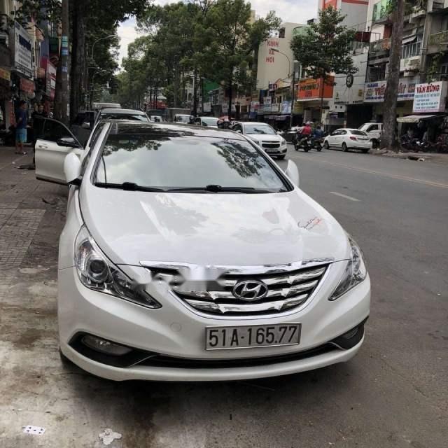 Cần bán lại xe Hyundai Sonata đời 2011, màu trắng, nhập khẩu nguyên chiếc-2