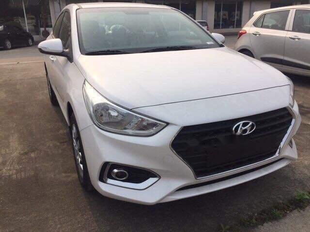 Cần bán xe Hyundai Accent Base 2018, màu trắng, giá 425tr-0