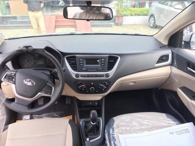 Cần bán xe Hyundai Accent Base 2018, màu trắng, giá 425tr-4