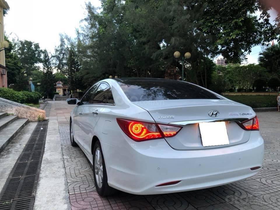 Bán xe Hyundai Sonata 2011 tự động, màu trắng, bản full-2