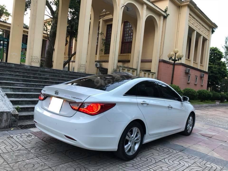 Bán xe Hyundai Sonata 2011 tự động, màu trắng, bản full-1