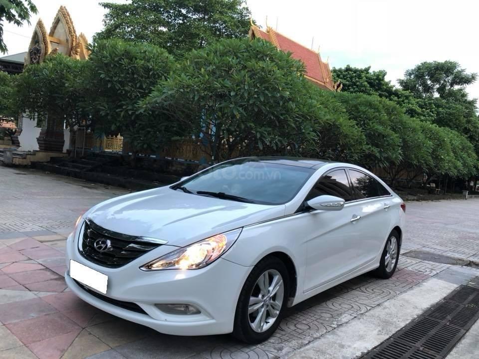 Bán xe Hyundai Sonata 2011 tự động, màu trắng, bản full-0