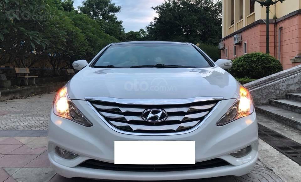 Bán xe Hyundai Sonata 2011 tự động, màu trắng, bản full-3