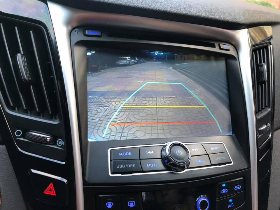 Bán xe Hyundai Sonata 2011 tự động, màu trắng, bản full-8