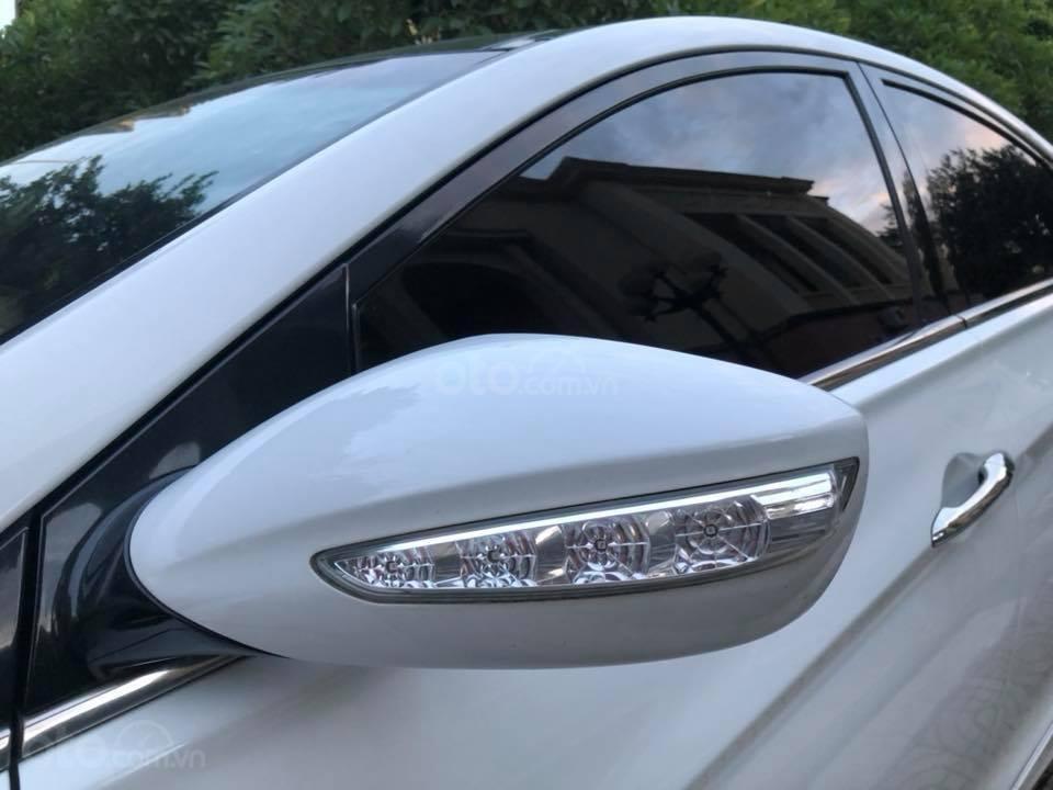 Bán xe Hyundai Sonata 2011 tự động, màu trắng, bản full-5