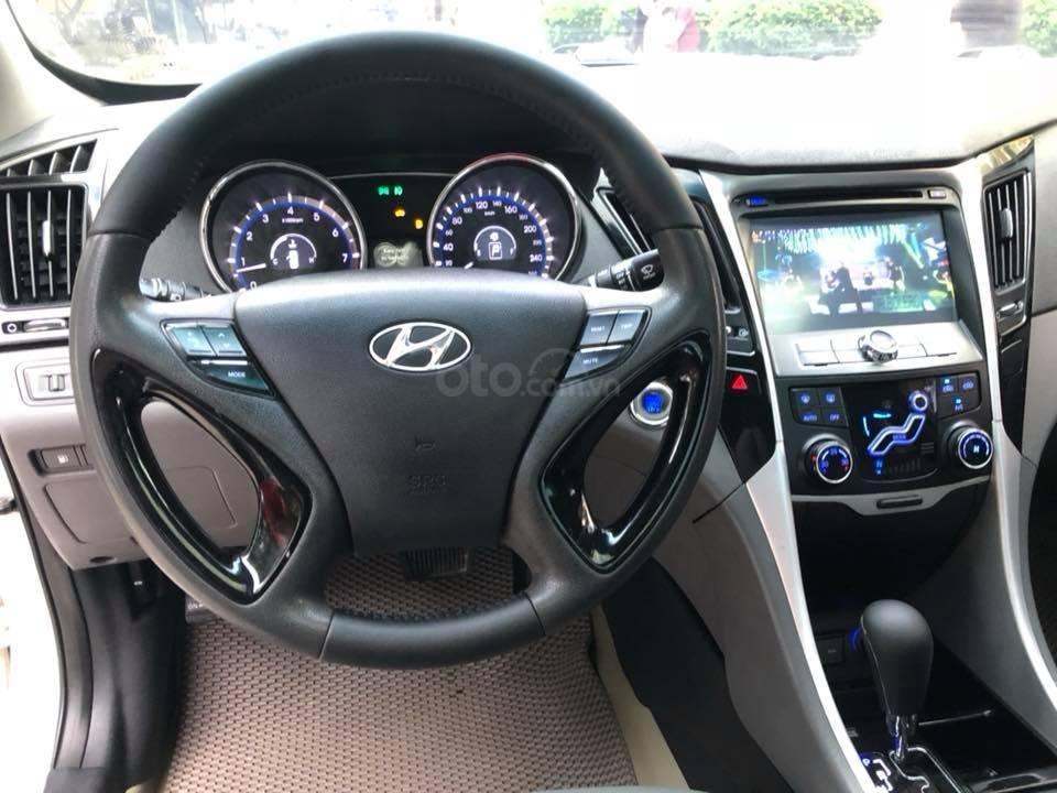 Bán xe Hyundai Sonata 2011 tự động, màu trắng, bản full-6
