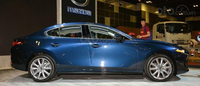 Thân xe Mazda 3 2019 mới màu xanh