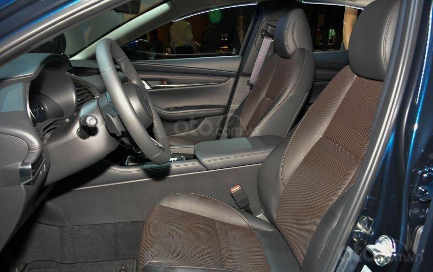 Hàng ghế trước của Mazda 3 2019
