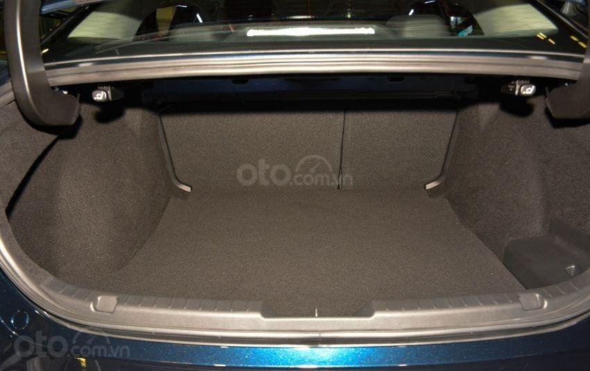 Khoang chứa đồ Mazda 3 2019 mới