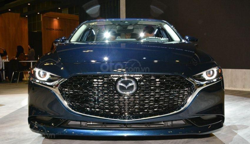Đầu xe Mazda 3 2019 mới màu xanh