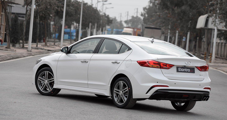 Hyundai Elantra Sport 2018 là sự lựa chọn hàng đầu trong phân khúc sedan hạng C a1